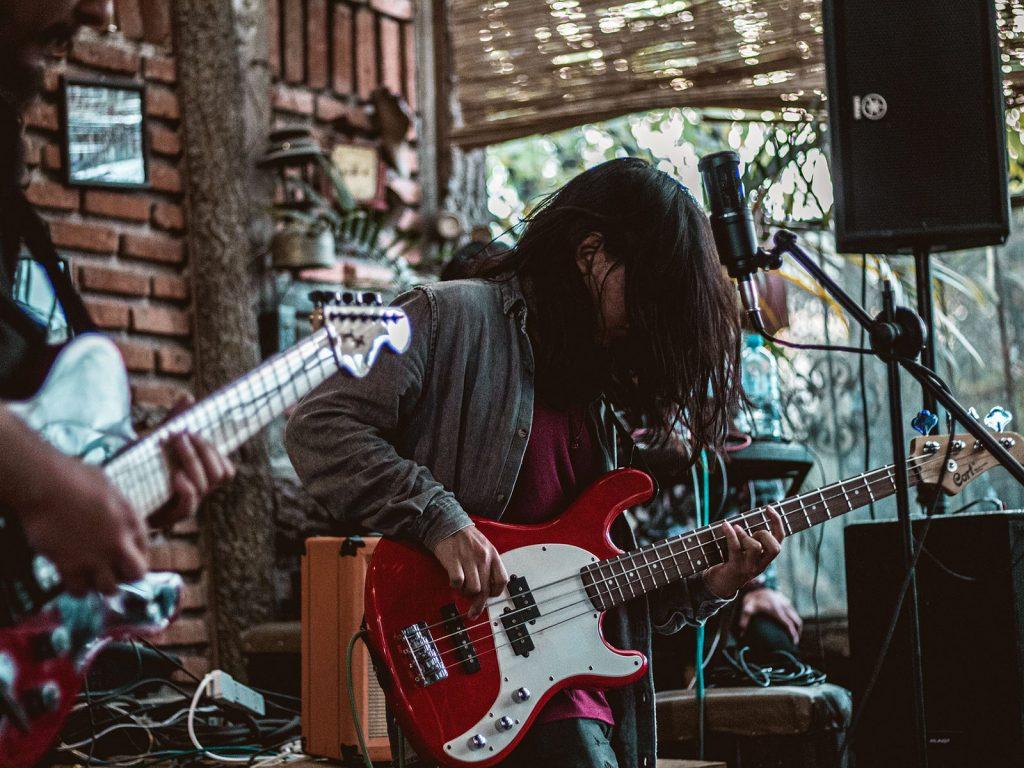 Musiker mit Gitarren